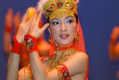 Dançarinos chineses novos no estágio Foto de Stock