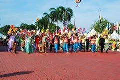Dançarinos da harmonia na parada do dia nacional de Malaysia fotografia de stock