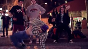Dançarinos da rua vídeos de arquivo