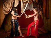 Dançarinos de barriga bonitos com espadas Imagem de Stock Royalty Free