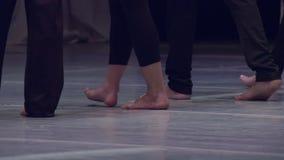 Dançarinos descalços vídeos de arquivo