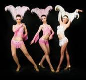 Dançarinos do Latino no preto fotos de stock