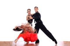 Dançarinos do Latino no salão de baile Foto de Stock Royalty Free