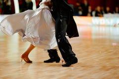 dançarinos do sócio da dança de salão de baile foto de stock