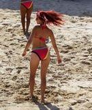 Dançarinos do voleibol de praia Fotos de Stock Royalty Free