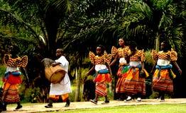 Dançarinos do voo de Calverachat com música Fotografia de Stock Royalty Free
