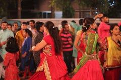 Dançarinos em noites do navratri - Índia Fotografia de Stock
