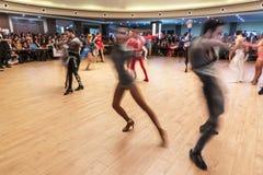 Dançarinos em uma competição da dança, editorial da salsa, Turquia-Adana imagem de stock royalty free