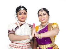 Dançarinos fêmeas clássicos indianos Fotografia de Stock Royalty Free