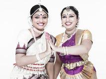 Dançarinos fêmeas clássicos indianos Imagem de Stock Royalty Free