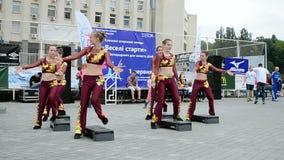 Dançarinos fêmeas, exposição 2014 dos esportes - as crianças ostentam o festival, Kiev, Ucrânia, video estoque