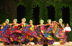 Dançarinos fêmeas mexicanos brilhantes Fotos de Stock Royalty Free