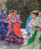 Dançarinos mexicanos na parada Foto de Stock Royalty Free