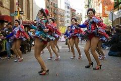Dançarinos na parada chinesa do ano novo Imagens de Stock