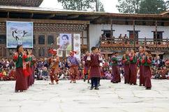 Dançarinos no monastério de Gangtey, Gangteng, Butão Imagem de Stock