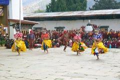 Dançarinos no monastério de Gangtey, Gangteng, Butão Foto de Stock Royalty Free