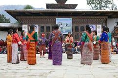 Dançarinos no monastério de Gangtey, Gangteng, Butão Fotos de Stock