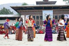 Dançarinos no monastério de Gangtey, Gangteng, Butão Imagens de Stock Royalty Free