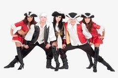 Dançarinos novos em trajes do pirata Imagem de Stock