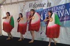 Dançarinos novos em um festival asiático fotografia de stock royalty free
