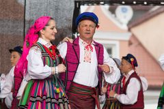 Dançarinos populares da cidade de Lowicz e de trajes tradicionais, Polan Imagem de Stock