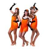 Dançarinos retros fêmeas que mostram alguns movimentos contra o branco isolado Imagem de Stock Royalty Free