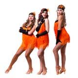 Dançarinos retros fêmeas que mostram alguns movimentos contra o branco isolado Imagens de Stock