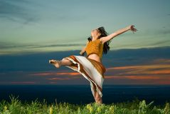 Danças do por do sol foto de stock royalty free