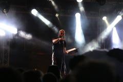 Dan le Sac Vs Scroobius Pip som sjunger på Leefest arkivbilder