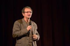 Dan Puric που δίνει μια ομιλία στοκ φωτογραφία