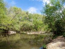 Dan River Calm Water Above eine Verdammung stockbild