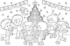 Dança das crianças em torno da árvore de Natal Fotografia de Stock