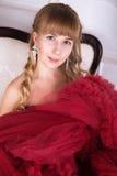 Dana den härliga sinnliga brunettkvinnan med makeup i luxuriou Arkivbilder