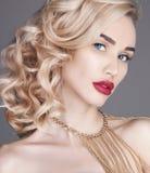 Dana den näcka blonda kvinnan för skönhet på en ljus bakgrund Flickaintelligens Arkivfoton