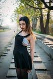 Dana den nätta kvinnamodellen som bär en sarafan baksida Royaltyfri Fotografi