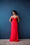 Dana fotoet av den härliga damen i elegant aftonklänning Fotografering för Bildbyråer