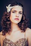 Dana fotoet av den härliga flickan som bär den mousserande aftonklänningen Fotografering för Bildbyråer