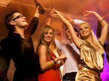 Dança no clube de noite Imagens de Stock
