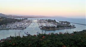 Dana Point Harbor bei Sonnenuntergang Stockfoto