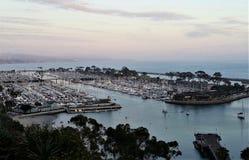 Dana Point Harbor en el crepúsculo imagen de archivo