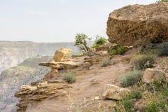 DANA rezerwat przyrody JORDANIA, KWIECIEŃ, - 27, 2016: Arabski przewdonik w Da Obraz Stock