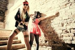 Dana ståenden av en härlig ung sexig kvinnas bärande solglasögon fotografering för bildbyråer