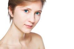 Dana studion som skjutas av härlig kvinna med makeup och frisyren arkivfoton