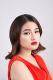 Dana studioståenden av den ursnygga sinnliga asiatiska kvinnan med dar Royaltyfria Foton