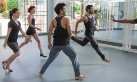 Danabierta, compañía de danza de la vanguardia en La Habana, practica el th Imagen de archivo libre de regalías