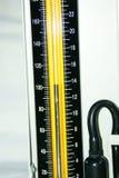 danad gammal sphygmomanometer royaltyfria foton
