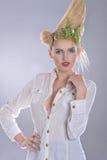 danad slitage vit kvinna för tagelskjorta Royaltyfri Foto