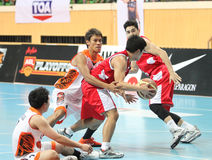 Danai Kongkum (W) deltar i en ASEAN-basketliga  Royaltyfri Foto