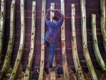 Danandet av det traditionella fartyget Phinisi i Tanaberu, södra Sulawesi, Indonesien, Asien Royaltyfri Fotografi