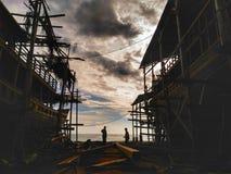 Danandet av det traditionella fartyget Phinisi i Tanaberu, södra Sulawesi, Indonesien, Asien Royaltyfria Foton